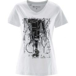 T-shirt bonprix biało-czarny. Białe t-shirty damskie marki bonprix, z nadrukiem. Za 34,99 zł.