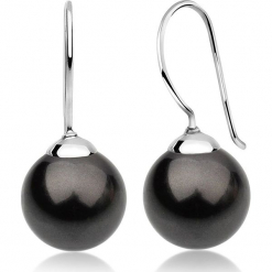 Srebrne kolczyki z perłami Swarovski. Czarne kolczyki damskie marki Julie & Grace, z perłą, srebrne, z zapięciem typu bigiel. W wyprzedaży za 68,95 zł.