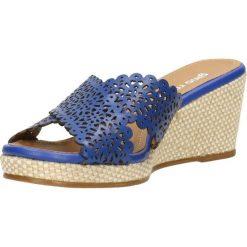 Klapki AWENA. Niebieskie crocsy damskie marki Gino Rossi, w ażurowe wzory, ze skóry, na wysokim obcasie, na koturnie. Za 129,90 zł.