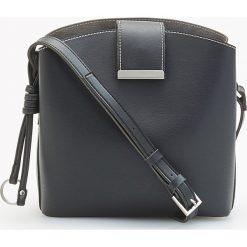 Torebka z ozdobnym brelokiem - Czarny. Czarne torebki klasyczne damskie Reserved, z breloczkiem. Za 119,99 zł.