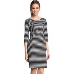 Sukienka w kolorze biało-czarnym. Białe sukienki marki Almatrichi, s, w paski, z okrągłym kołnierzem, midi, proste. W wyprzedaży za 189,95 zł.