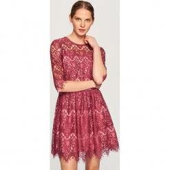 Koronkowa sukienka - Różowy. Różowe sukienki koronkowe marki numoco, l, z dekoltem w łódkę, oversize. Za 119,99 zł.