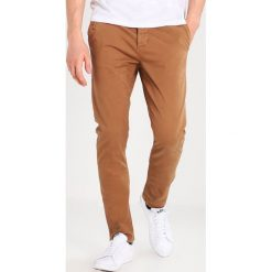 BONOBO Jeans Chinosy marron glace. Brązowe jeansy męskie regular BONOBO Jeans. Za 169,00 zł.