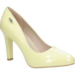 Żółte czółenka lakierowane na słupku limonka Sergio Leone 1457. Żółte buty ślubne damskie marki Kazar, ze skóry, na wysokim obcasie, na obcasie. Za 98,99 zł.