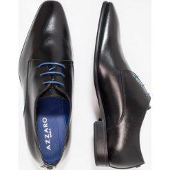 Azzaro JORPI Eleganckie buty noir. Czarne buty wizytowe męskie Azzaro, z materiału, na sznurówki. W wyprzedaży za 479,20 zł.