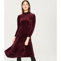 Sukienka ze stójką - Bordowy. Czerwone sukienki marki Reserved, l, ze stójką. Za 119,99 zł.