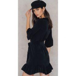 Sukienki hiszpanki: Trendyol Sukienka z falbaną i wiązaniem w tali – Black