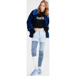 Bik Bok ELSA HOSK PATCHED Jeansy Slim Fit blue. Niebieskie jeansy damskie marki Bik Bok, z bawełny. W wyprzedaży za 149,40 zł.