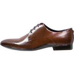 Azzaro OUTINO Eleganckie buty cognac. Brązowe buty wizytowe męskie Azzaro, z materiału, na sznurówki. Za 619,00 zł.