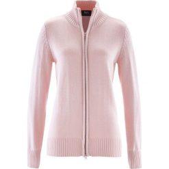Sweter rozpinany bonprix pastelowy jasnoróżowy. Czerwone golfy damskie marki bonprix, w prążki, z bawełny. Za 37,99 zł.