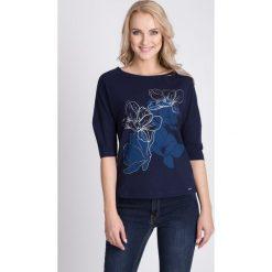 Bluzki damskie: Granatowa bluzka z kwiatami QUIOSQUE