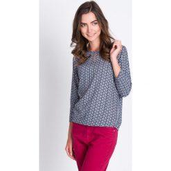 Bluzki damskie: Granatowa bluzka w mikrowzór QUIOSQUE