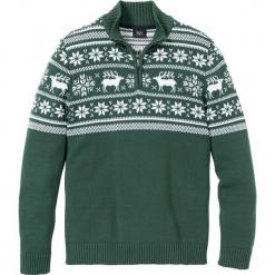 Sweter ze stójką Regular Fit bonprix zielony wojskowy wzorzysty. Niebieskie golfy męskie marki bonprix, m, melanż. Za 99,99 zł.