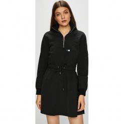 Review - Sukienka. Sukienki małe czarne marki Review, na co dzień, s, z materiału, casualowe, rozkloszowane. Za 219,90 zł.