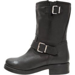 Zign Kowbojki i Buty motocyklowe black. Czarne buty zimowe damskie marki Zign, z materiału. W wyprzedaży za 407,20 zł.