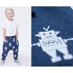 Wiosenne spodnie baggy jeansowe ROBOTY. Czerwone spodnie chłopięce marki Pakamera, z dzianiny. Za 72,00 zł.