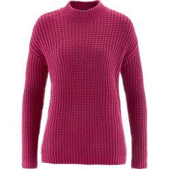 Swetry klasyczne damskie: Sweter ze stójką i strukturalnym wzorem bonprix jeżynowo-czerwony