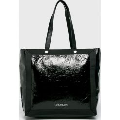 Calvin Klein - Torebka. Czarne shopper bag damskie Calvin Klein, z materiału, do ręki, duże. Za 599,90 zł.