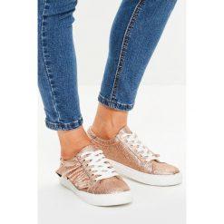 Missguided - Buty. Szare buty sportowe damskie marki Missguided, z materiału. W wyprzedaży za 39,90 zł.
