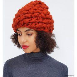 Czapki zimowe damskie: Miedziana czapka na drutach z wełny merynosów