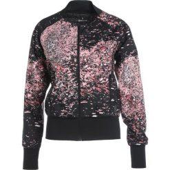 Skins INTERLECT  Kurtka do biegania stardust flamingo. Czerwone kurtki damskie do biegania Skins, s, z materiału. W wyprzedaży za 209,50 zł.