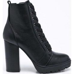 Steve Madden - Botki. Czarne buty zimowe damskie marki Steve Madden, z materiału, na obcasie, na sznurówki. W wyprzedaży za 329,90 zł.