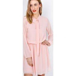 Sukienki: Lekka sukienka z plisowanym dołem