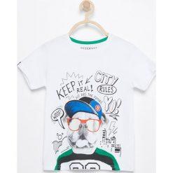 T-shirt z kolorowym nadrukiem - Biały. Białe t-shirty chłopięce z nadrukiem marki Reserved, l, z dzianiny. Za 59,99 zł.