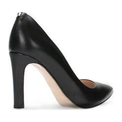 Czółenka SAVONA. Czarne buty ślubne damskie marki Gino Rossi, ze skóry, na obcasie. Za 224,95 zł.