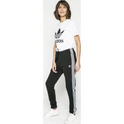 Adidas Originals - Top. Szare topy sportowe damskie adidas Originals, s, z nadrukiem, z bawełny, z krótkim rękawem. W wyprzedaży za 99,90 zł.
