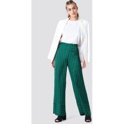 NA-KD Spodnie w paski z wysokim stanem - Green. Zielone spodnie z wysokim stanem NA-KD, w paski, z tkaniny. Za 161,95 zł.