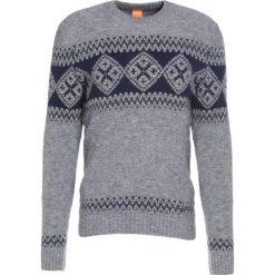 Swetry klasyczne męskie: BOSS Orange KIONAS Sweter light grey