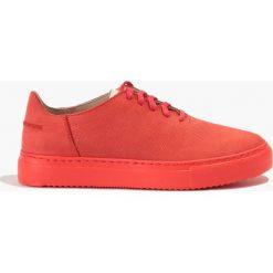 Buty sportowe damskie: Czerwone buty sportowe z drobną ażurową teksturą