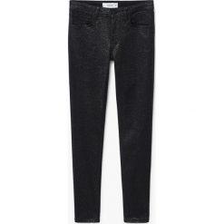 Mango - Jeansy Glossi. Czarne jeansy damskie marki Mango, z obniżonym stanem. W wyprzedaży za 79,90 zł.