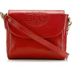 Torebka damska 04-4-071-3. Czerwone torebki klasyczne damskie Wittchen, w paski, z tłoczeniem. Za 599,00 zł.