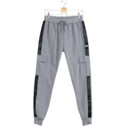 Szare Spodnie Dresowe Long Suffering. Czarne spodnie dresowe męskie marki Born2be, l, z aplikacjami, z dresówki. Za 64,99 zł.