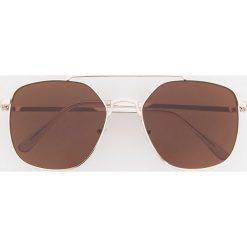 Okulary przeciwsłoneczne - Złoty. Żółte okulary przeciwsłoneczne męskie wayfarery Reserved. Za 49,99 zł.