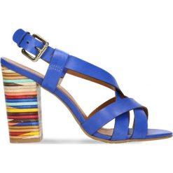 Sandały DIAN. Niebieskie sandały damskie na słupku marki Gino Rossi, w kolorowe wzory, ze skóry. Za 269,90 zł.
