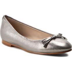 Baleriny CLARKS - Grace Lily 261230624 Silver Metallic. Szare baleriny damskie Clarks, z materiału. W wyprzedaży za 269,00 zł.