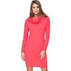 Koralowa Sukienka Dresowa Dopasowana z Lejącym Golfem. Szare sukienki dresowe marki bonprix, melanż, z kapturem, z długim rękawem, maxi. Za 139,90 zł.