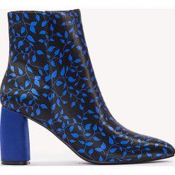 Botki damskie: NA-KD Shoes Botki we wzory na średnim obcasie – Blue,Multicolor