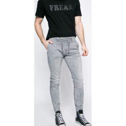 Pepe Jeans - Jeansy. Szare jeansy męskie z dziurami marki Pepe Jeans. W wyprzedaży za 239,90 zł.