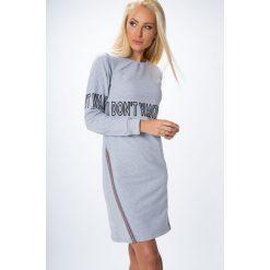 Sukienki: Sukienka z napisami jasnoszara 1464