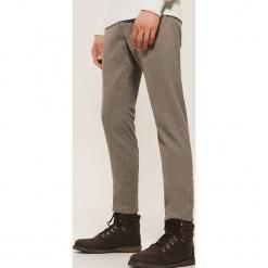 Ocieplane spodnie slim fit - Szary. Szare rurki męskie marki House. Za 139,99 zł.