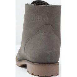 Pier One Botki sznurowane grey. Szare buty zimowe damskie marki Pier One, z materiału, na sznurówki. W wyprzedaży za 149,50 zł.