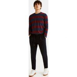 Koszulka w paski z długim rękawem. Szare t-shirty męskie marki Pull & Bear, okrągłe. Za 69,90 zł.
