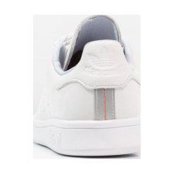 Adidas Originals STAN SMITH Tenisówki i Trampki crystal white/hires red. Białe tenisówki damskie marki adidas Originals, z materiału. Za 449,00 zł.