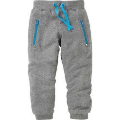 Spodnie dresowe bonprix szary melanż. Czarne spodnie chłopięce marki bonprix, w paski, z dresówki. Za 24,99 zł.