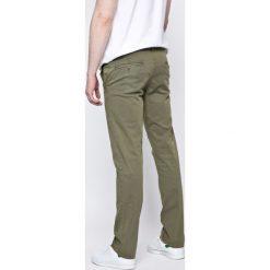 Pepe Jeans - Spodnie. Szare jeansy męskie z dziurami Pepe Jeans, z bawełny. W wyprzedaży za 179,90 zł.