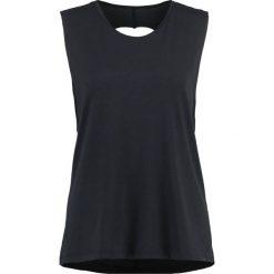 Onzie TWIST BACK Koszulka sportowa black. Czarne t-shirty damskie Onzie, z elastanu. W wyprzedaży za 132,30 zł.